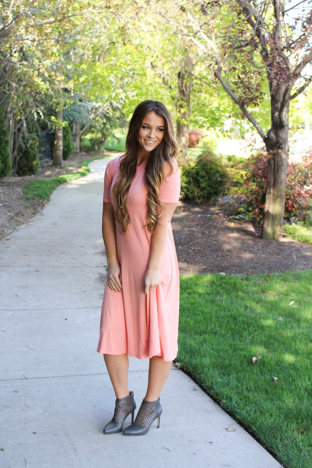 Perfect peach dress. Mid calf t shirt dress :) Women's casual style, mom style for spring and summer!