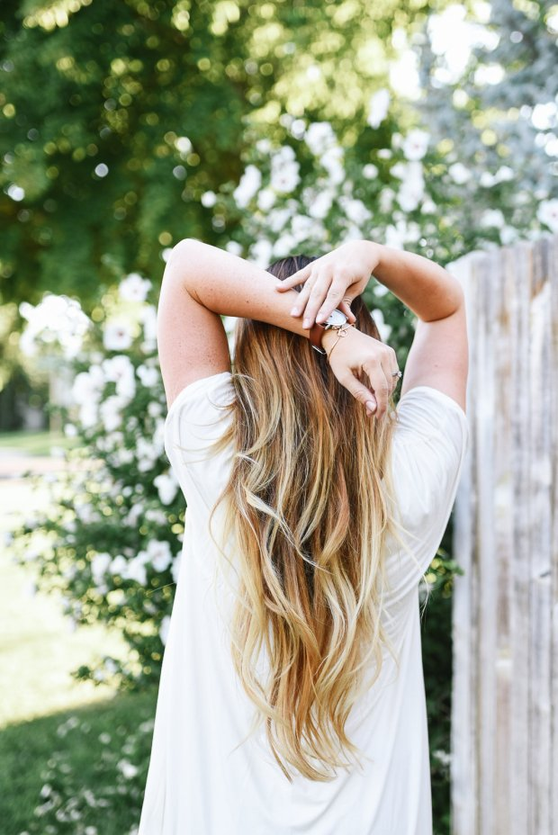 Blonde and light brown hair styles for long hair, long loose curls and waves.